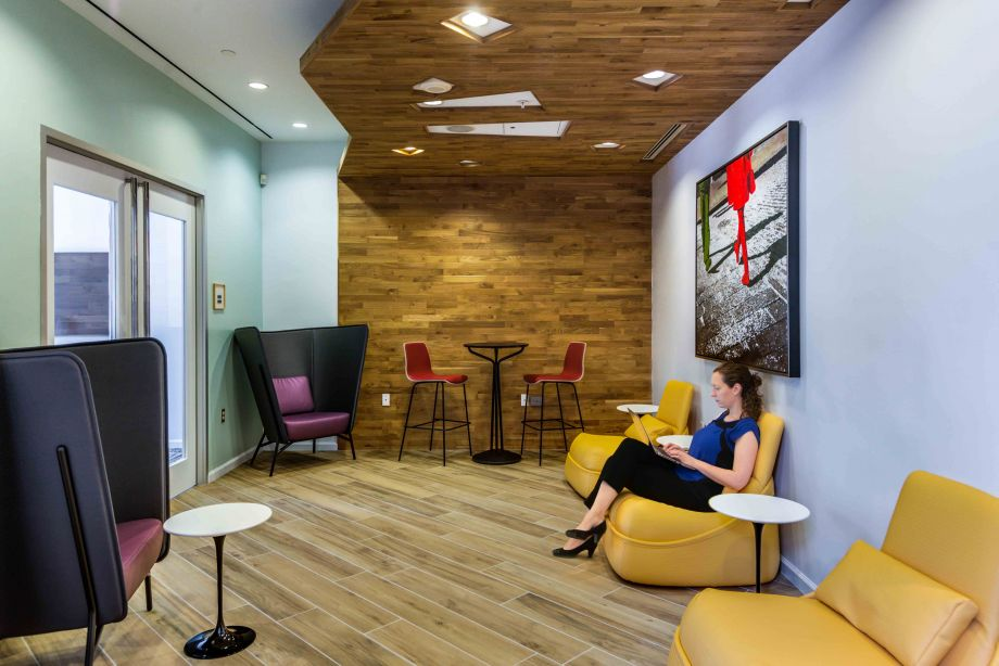 Co-work lounge at Camden Potomac Yard Apartments in Arlington, VA