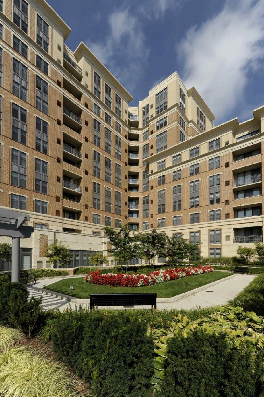 ... VA Courtyard At Camden Potomac Yard Apartments In Arlington, ...