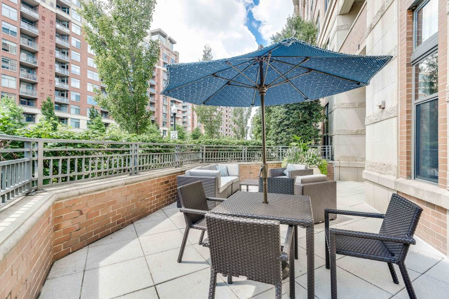 Outdoor Resident Terrace at Camden Potomac Yard Apartments in Arlington, VA