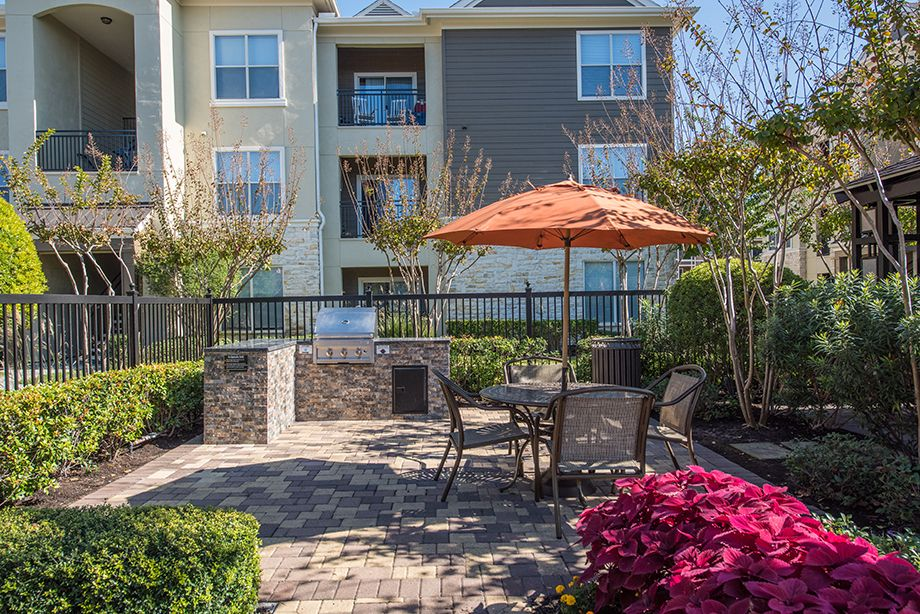 Outdoor Grills at Camden Spring Creek Apartments in Spring and The Woodlands, TX