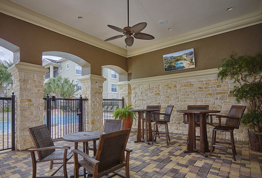 Outdoor Entertaining Area with WiFi at Camden Spring Creek Apartments in Spring and The Woodlands, TX