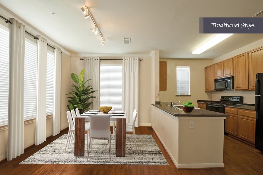 Traditional Style Dining Area and Kitchen at Camden Spring Creek Apartments in Spring and The Woodlands, TX