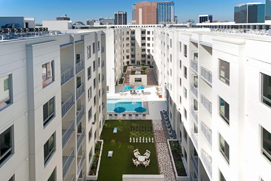 Amenity Deck with Orlando View at Camden Thornton Park Apartments in Orlando, FL