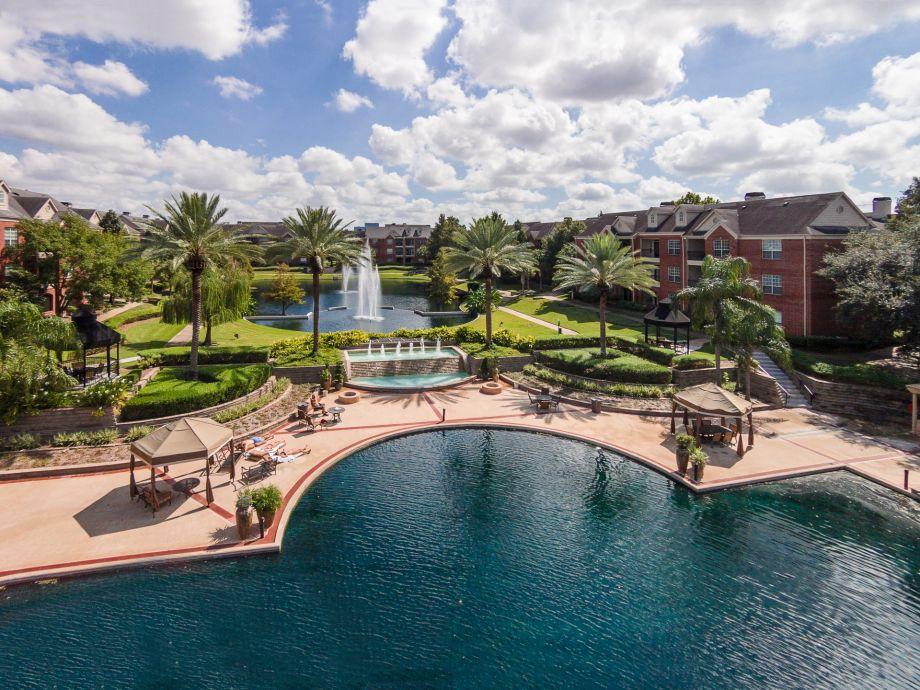 Two Lakes at Camden Vanderbilt Apartments in Houston, TX