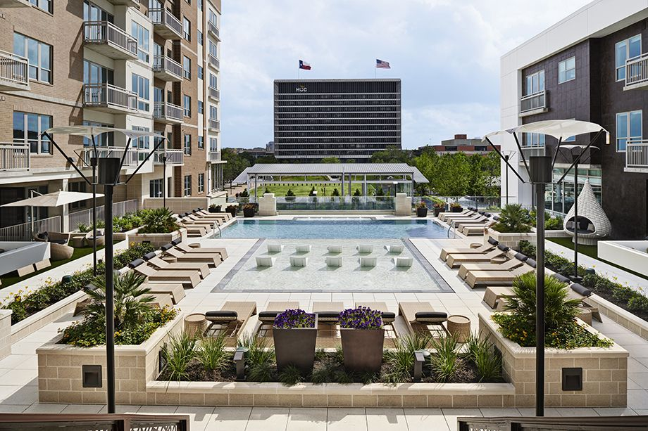 Camden McGowen Station Midtown Houston Townhomes rooftop pool