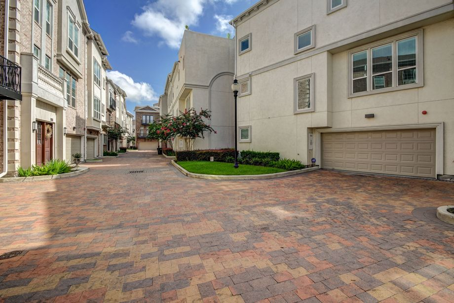 Attached Garages at Camden Highland Village townhomes in Houston, TX