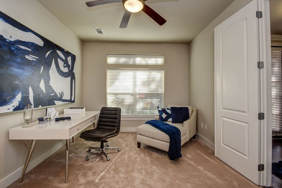 Flex Space at Camden Highland Village townhomes in Houston, TX