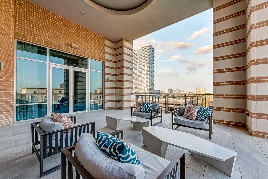 Outdoor Resident Lounge at Camden Highland Village townhomes in Houston, TX