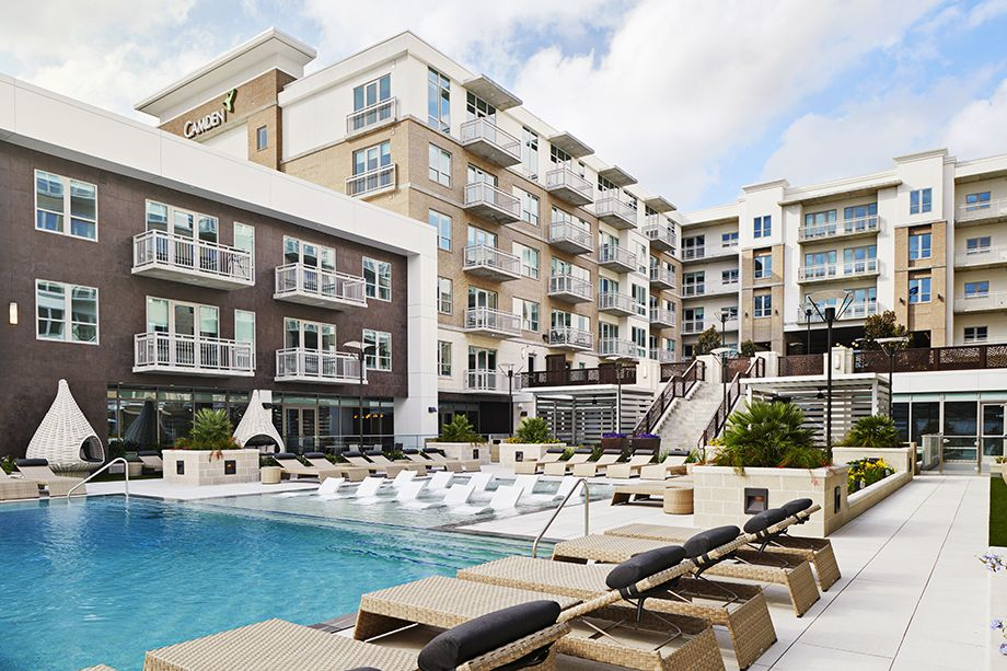 Camden McGowen Station Midtown Houston Townhomes pool