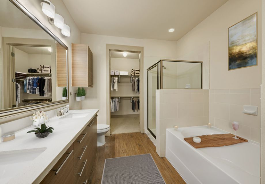 Bathroom with double sinks and tub/shower combo at Camden Lamar Heights in Austin, TX