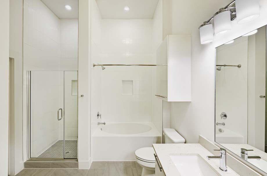 Camden McGowen Station Midtown Houston Townhomes bathroom