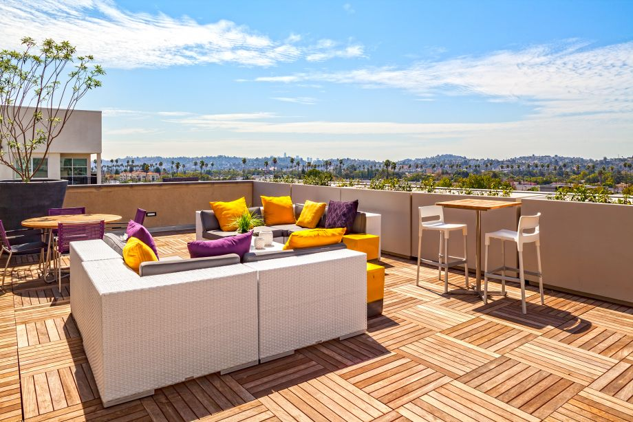 Rooftop Terrace at Camden Glendale apartments in Glendale, CA