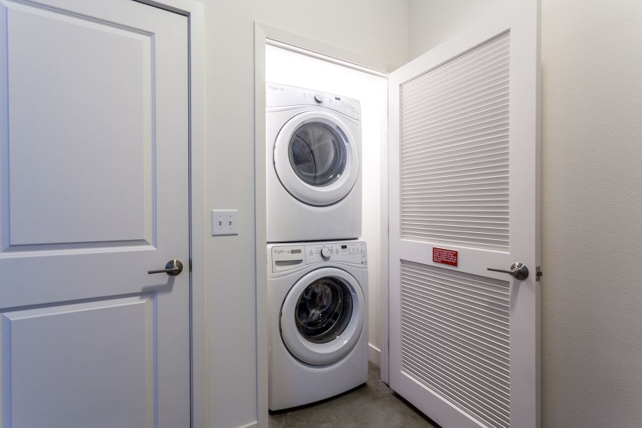 Live/Work Laundry at Camden Glendale apartments in Glendale, CA