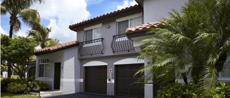 Camden Doral Villas Garages